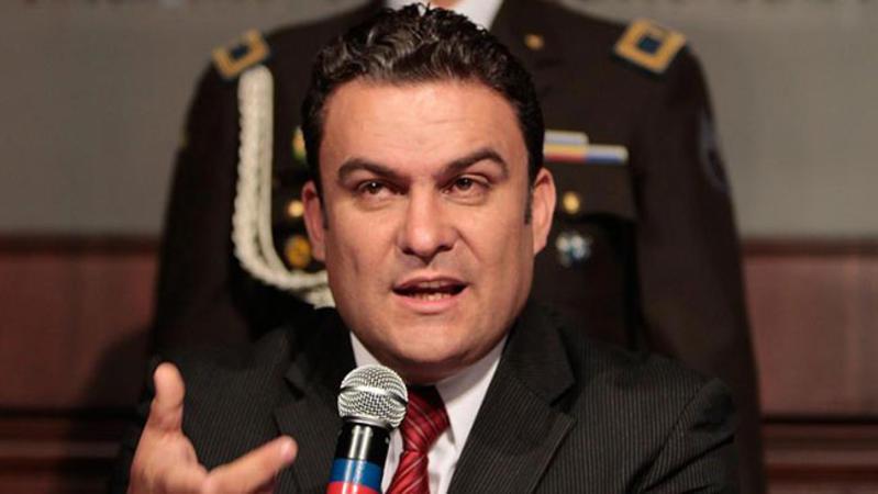 Arrib al pa s ministro del interior ecuatoriano jos for Ministerio del interior ecuador