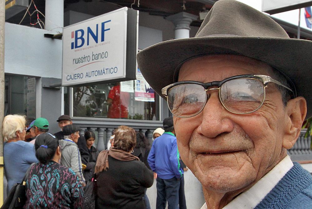Resultado de imagen para Adultos mayores deben presentar documentos para acceder a la pensión alimentaria
