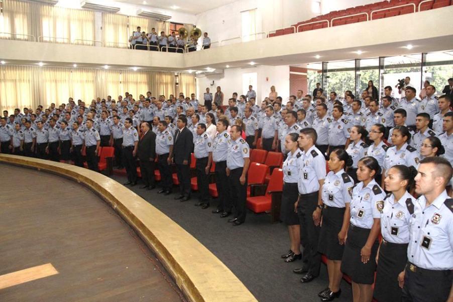 Egresan nuevos instructores de derechos humanos de la for Ministerio del interior policia nacional