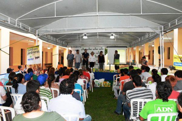 Masiva participaci n en curso de jardiner a dictado por el for Curso de jardineria