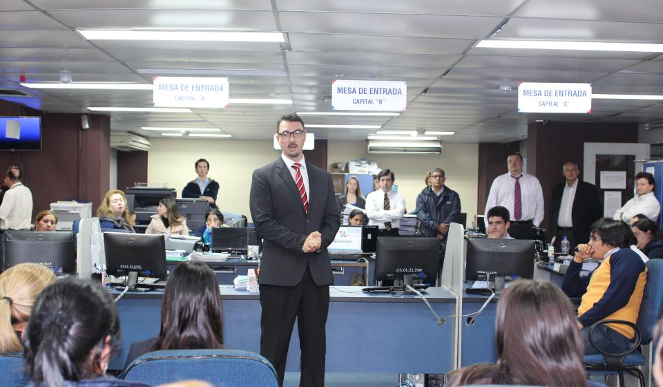 Migraciones apart del cargo a funcionario que aparece en for Nomina de funcionarios del ministerio del interior