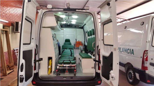 Vista interior de la ambulancia entregada al nosocomio Foto gentileza Salud Pública
