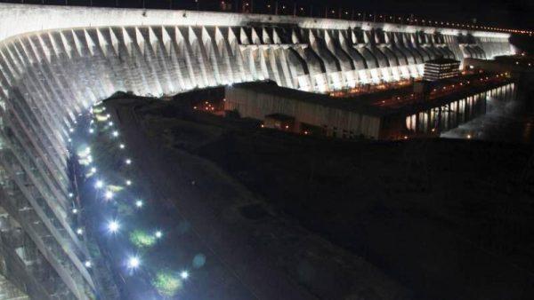La iluminación monumental, a la que asistieron 37.660 turistas este 2016 Foto: Gentileza Itaipu