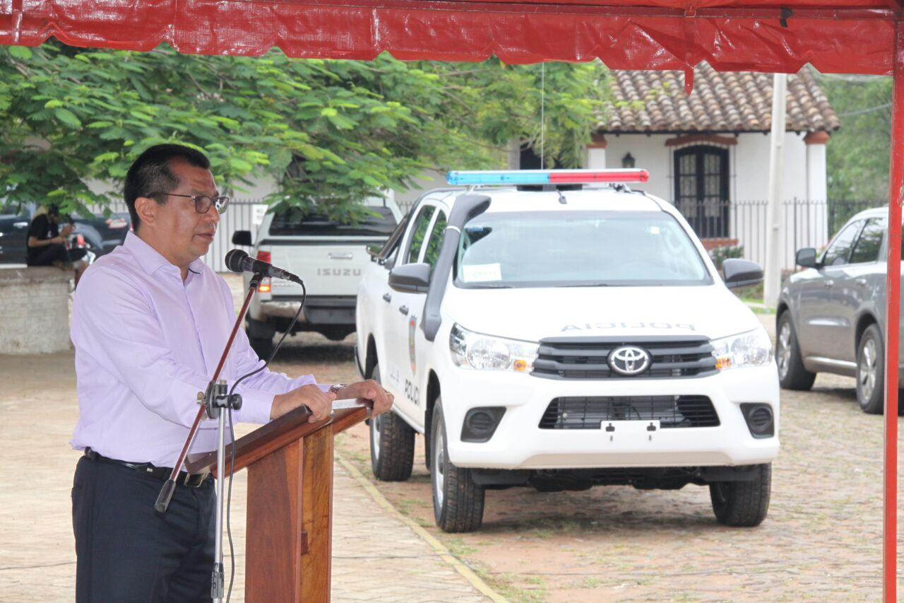 Ministro del interior entrega patrullera y anuncia mejoras for Ministerio del interior comisarias