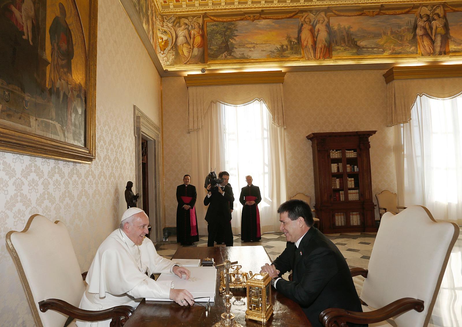 Cartes-se-reune-con-el-Papa-en-el-Vaticano-3