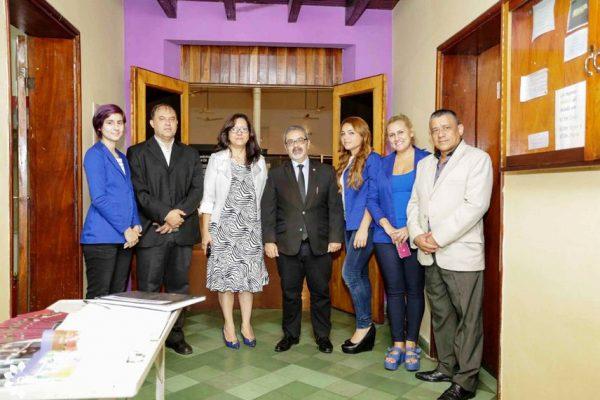 La comitiva de ambas instituciones realizando los recorridos por las instalaciones del Museo Foto: SNC