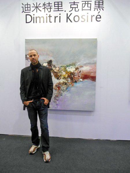 Kosiré en una muestra de sus pinturas. Foto: www.news.ifeng.com