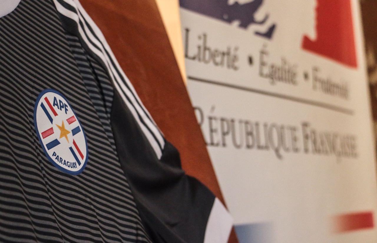 homenaje-de-la-embajada-de-Francia-a-jugadores-del-98-6
