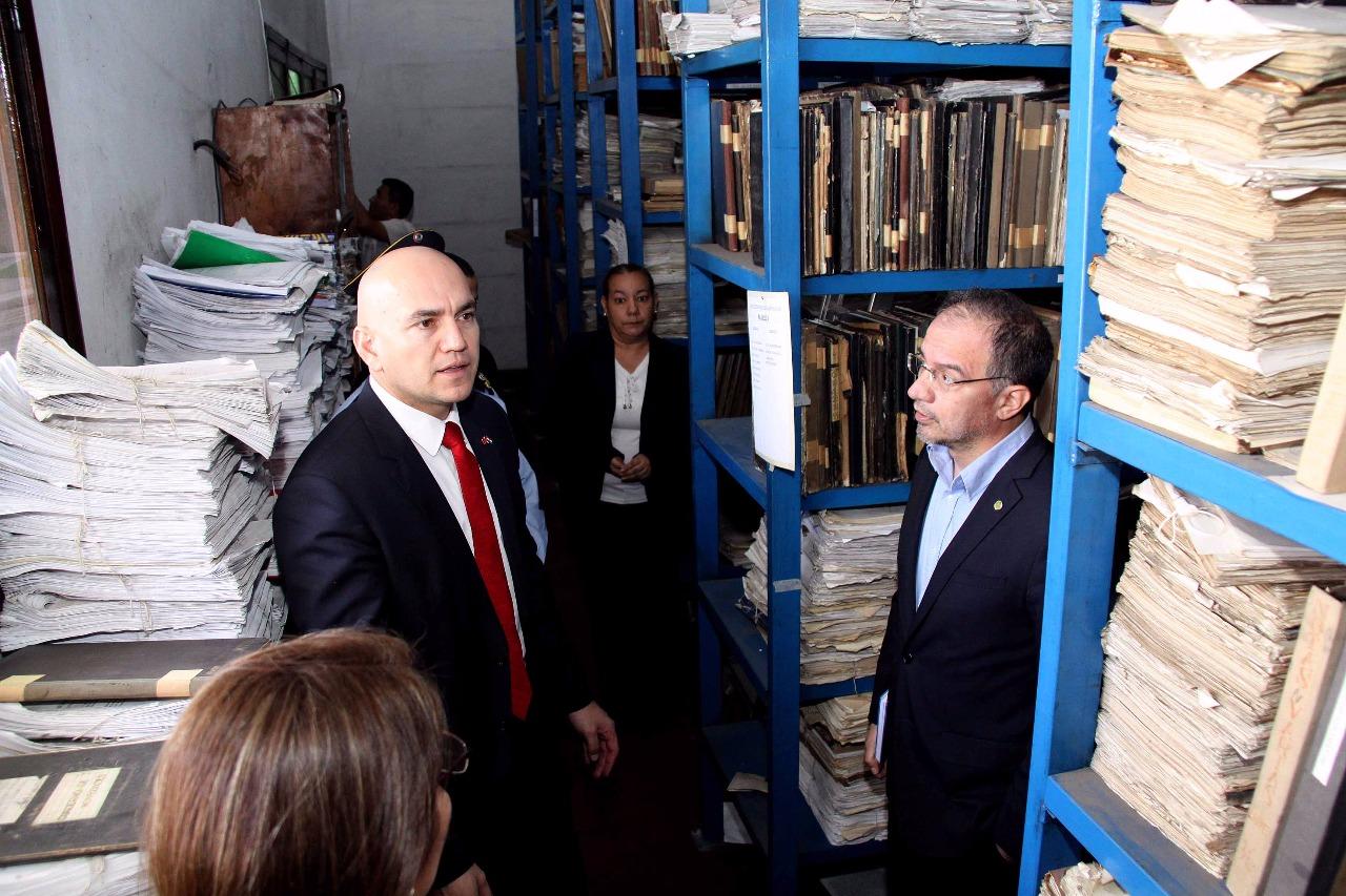 Ministerio busca recuperaci n de documentos hist ricos de for Ministerio de interior y justicia direccion