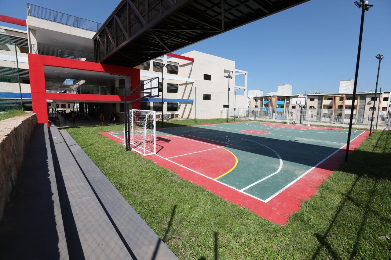 Escuela del San Francisco estrena dos modernas canchas para deportes