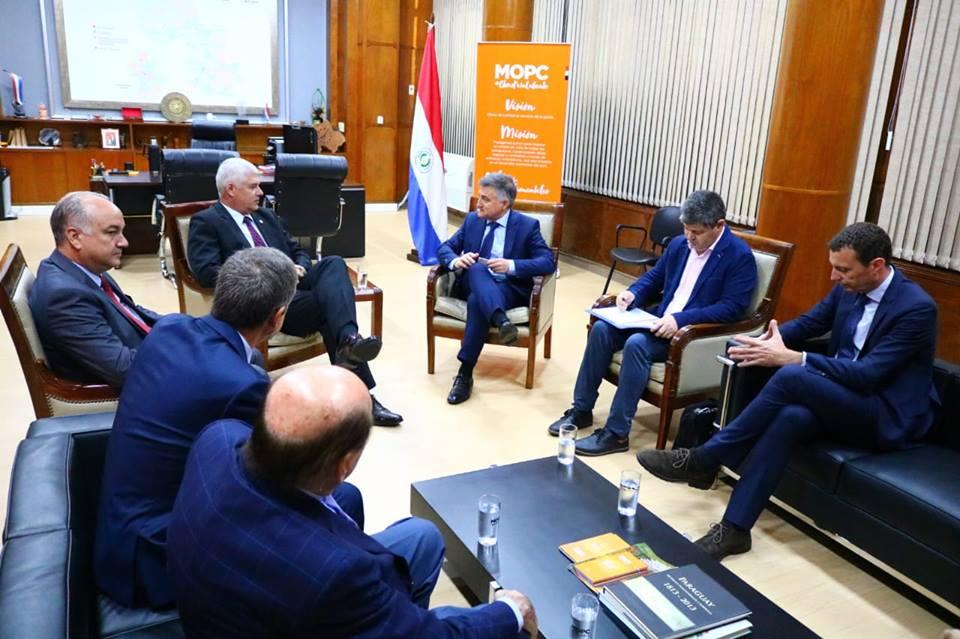 Ministro se reúne con empresarios interesados en desarrollar proyecto del puente Chaco'i-Asunción