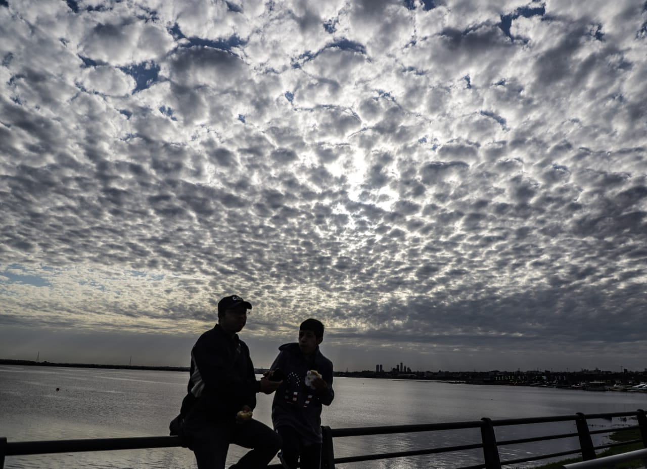 Pronostican jornada fresca con vientos del sur y lluvias ligeras
